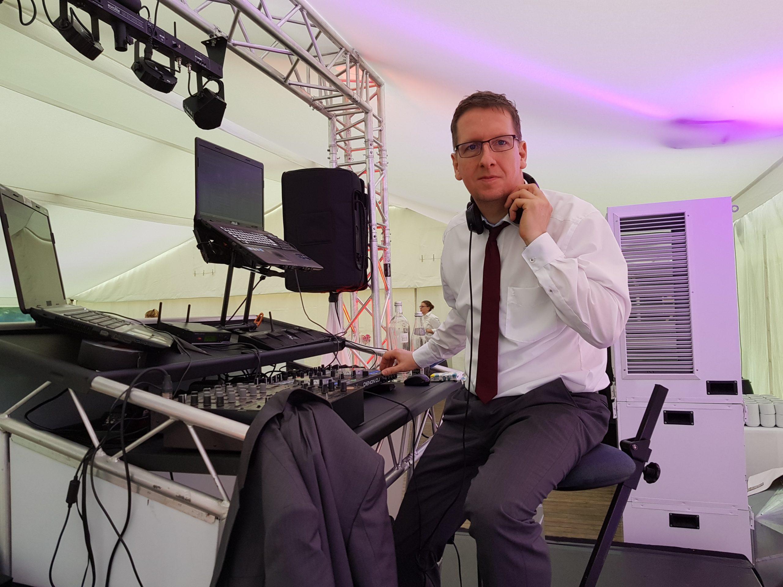 DJ für Hochzeit, Geburtstag, Abiball oder Firmenfeier in Hamburg um Umland